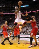Chicago Bulls v Miami Heat - Game Three, Miami, FL - MAY 22: LeBron James, Derrick Rose and Carlos  Fotografie-Druck von Mike Ehrmann