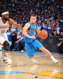 Dallas Mavericks v Oklahoma City Thunder - Game Three, Oklahoma City, OK - MAY 21: Jose Barea and J Lmina fotogrfica por Joe Murphy