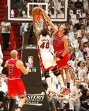 Chicago Bulls v Miami Heat - Game Four, Miami, FL - MAY 24: Joakim Noah and Udonis Haslem Photographic Print by Issac Baldizon