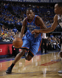 Oklahoma City Thunder v Dallas Mavericks - Game Two, Dallas, TX - MAY 19: Kevin Durant and Shawn Ma Fotografie-Druck von Danny Bollinger