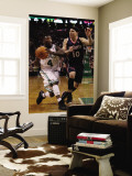Atlanta Hawks v Boston Celtics: Nate Robinson and Mike Bibby Reproduction murale géante par Elsa Unknown