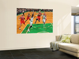 Chicago Bulls v Boston Celtics: Derrick Rose and Kevin Garnett Vgplakat af Brian Babineau
