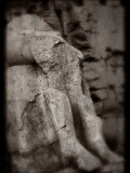 Statue of Legs of Unknown Person, Karnak Temple, Egypt Lámina fotográfica por Clive Nolan