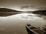 Boat on Lake in New Hampshire, New England, USA Fotografie-Druck von Peter Adams