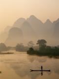 Li River and Limestone Mountains and River,Yangshou, Guangxi Province, China Fotografisk tryk af Steve Vidler