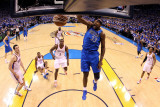 Dallas Mavericks v Oklahoma City Thunder - Game Three, Oklahoma City, OK - MAY 21: Brendan Haywood Photographic Print by Ronald Martinez