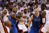 Dallas Mavericks v Miami Heat - Game One, Miami, FL - MAY 31: Dwyane Wade, LeBron James, Shawn Mari Lámina fotográfica por Ronald Martinez