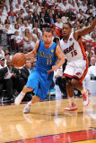 Dallas Mavericks v Miami Heat - Game One, Miami, FL - MAY 31: Jose Barea and Mario Chalmers Lmina fotogrfica por Andrew Bernstein