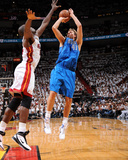 Dallas Mavericks v Miami Heat - Game One, Miami, FL - MAY 31: Dirk Nowitzki and Joel Anthony Lámina fotográfica por Andrew Bernstein