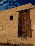 Brown Wooden Door, Karnak, Egypt Photographie par Clive Nolan