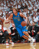 Dallas Mavericks v Miami Heat - Game One, Miami, FL - MAY 31: Dirk Nowitzki and Chris Bosh Photographic Print by Victor Baldizon