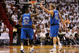Dallas Mavericks v Miami Heat - Game One, Miami, FL - MAY 31: DeShawn Stevenson and Dirk Nowitzki Photographic Print by Mike Ehrmann