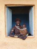 Hamer Woman with Baby Fotodruck von Peter Adams