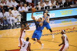 Dallas Mavericks v Miami Heat - Game Two, Miami, FL - JUNE 2: Shawn Marion and Udonis Haslem Lámina fotográfica por Noah Graham
