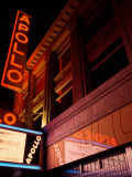 Low Angle View of a Theatre Lit Up at Night, Apollo Theater, Harlem, Manhattan, New York City Lmina fotogrfica