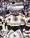Boston Bruins - Tim Thomas w/ Stanley Cup Photographie