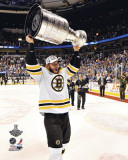 Boston Bruins - Nathan Horton w/ Stanley Cup Photo