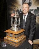 Tim Thomas with the Vezina Trophy Photo