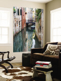 Reflections and Small Bridge of Canal of Venice, Italy Mural por Terry Eggers