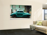 Classic 1950's Car Parked Outside House in Chinatown District Mural por Christian Aslund