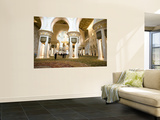 Interior of Sheikh Zayed Bin Sultan Al Nahyan Mosque (Also known as Sheikh Zayed Grand Mosque) Vægplakat af Rogers Gaess