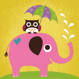 Elephant and Owl with Umbrella Plakat af Nancy Lee