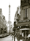 Eiffel Tower and Cafe on Boulevard De La Tour Maubourg, Paris, France Photographie par Jon Arnold