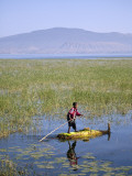 Ethiopia, Lake Awassa; a Young Boy Punts a Traditional Reed Tankwa Through the Reeds Fotografie-Druck von Niels Van Gijn