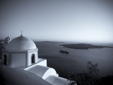 Greece, Cyclades, Santorini, Fira (Thira), Church and View of Santorini Caldera Fotografisk tryk af Michele Falzone