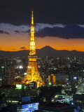 Tokyo Tower and Mt; Fuji from Shiodome, Tokyo, Japan Papier Photo par Jon Arnold