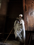 Ethiopia, Lalibela; a Priest in One of the Ancient Rock-Hewn Churches of Lalibela Fotografie-Druck von Niels Van Gijn
