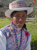 Peru, a Collaya Women at the Main Square of Yanque, a Village in the Colca Canyon Fotodruck von Nigel Pavitt