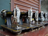 India, Mysore; Recently-Repaired Sewing Machines Outside a Sewing-Machine Repair Shop in Mysore Fotodruck von Niels Van Gijn
