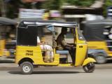 India, Tamil Nadu; Tuk-Tuk (Auto Rickshaw) in Madurai Fotografisk tryk af Will Gray