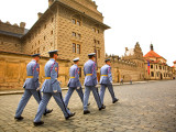 Czech Republic, Prague; Castle Guards Marching in Front of the Prague Castle Photographie par Ken Sciclina