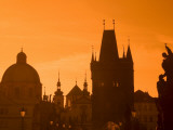 Czech Republic, Prague; across Charles Bridge, Stare Mesto Bridge Tower, Church of St Photographie par Ken Sciclina