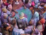 Drum in Temple During Holi Festival, Mathura, Uttar Pradesh, India Fotografie-Druck von Peter Adams