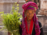 Myanmar, Burma, Kekku; Palaung Tribal Lady on Pilgrimage from Her Village Reproduction photographique par Katie Garrod