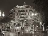 La Pedrera (Casa Mila) by Gaudi, Barcelona, Spain Fotodruck von Jon Arnold