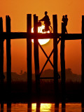 Myanmar, Burma, Amarapura, Taungthaman Lake, U Bein's Bridge Reproduction photographique par Katie Garrod