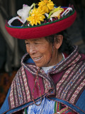 Peru, an Old Woman in Traditional Indian Costume Fotodruck von Nigel Pavitt
