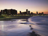 View of City Skyline and Beachfront at Sunset, Durban, Kwazulu-Natal, South Africa Photographie par Ian Trower