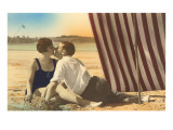 Couple Kissing on Beach Kunstdrucke