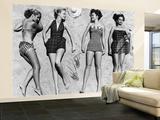 Mannequins au soleil portant des vêtements de plage à la mode Reproduction murale (géante) par Nina Leen