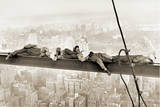 Obreros sentados en la viga, 1930 Láminas