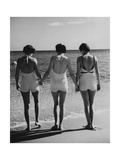 Vogue - May 1935 - Hand-in-Hand Premium Photographic Print by Toni Frissell