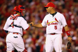Milwaukee Brewers v Cardinals - G. Five, St Louis, MO - Oct. 14: Yadier Molina and Albert Pujols Fotografisk tryk af Dilip Vishwanat