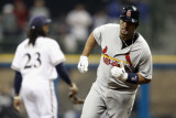 Cardinals v Milwaukee Brewers - G. Six, Milwaukee, WI - Oct. 16: Albert Pujols and Rickie Weeks Photographie par Christian Petersen