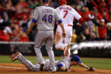 Texas Rangers v St Louis Cardinals, St Louis, MO - Oct. 27: Matt Holliday and Michael Young Fotografie-Druck von Ezra Shaw