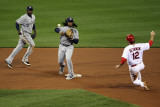 Brewers v St. Louis Cardinals - G. Three, St Louis, MO - Oct. 12: Rickie Weeks and Lance Berkman Photographie par Jamie Squire